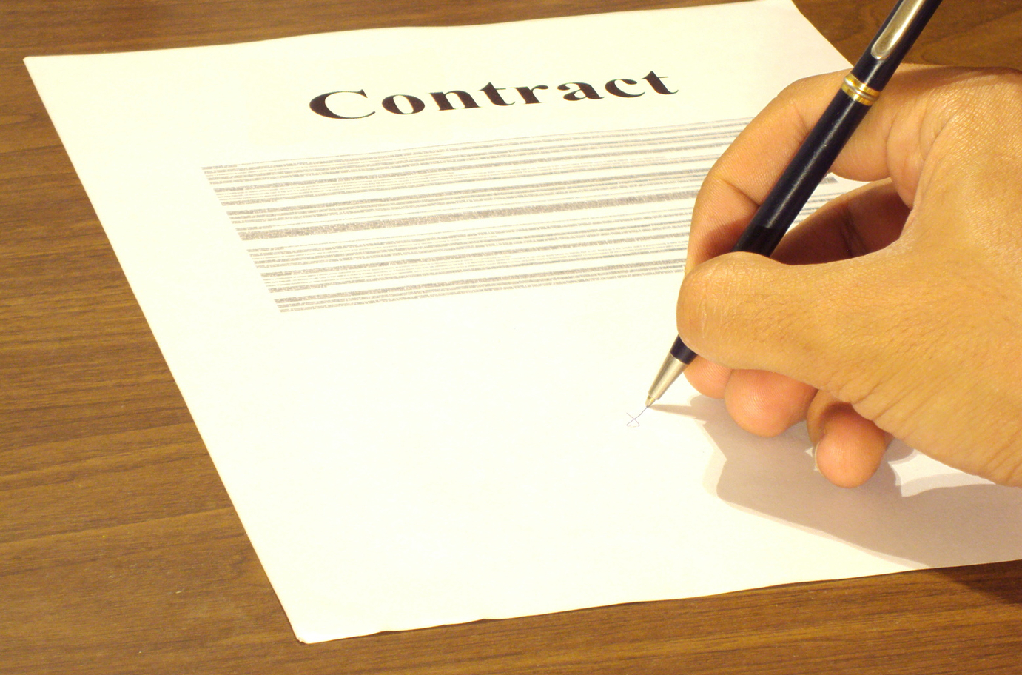 Negotiating a Physician Employment Contract: 5 Must-Know Tips